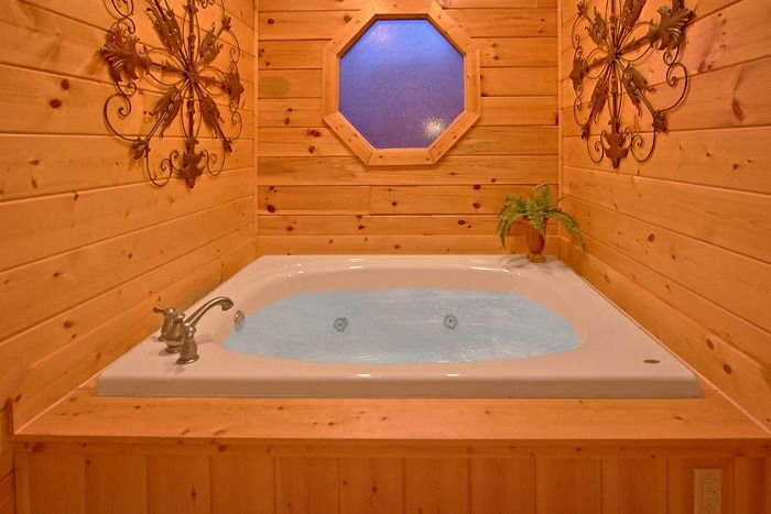 Cabin with 8 bedrooms and jacuzzi tub - Great Aspirations