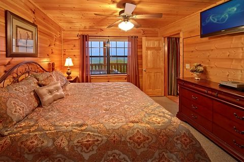 Cabin with King bed and 2 hot tubs - Great Aspirations
