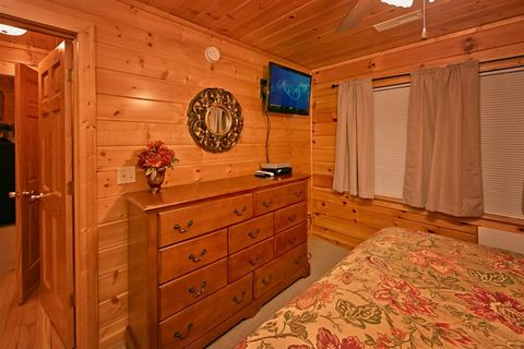 3 level cabin with king beds and elevator - Great Aspirations