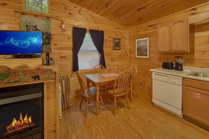 2 Bedrom Cabin with a Dining Room Table - Grin N Bear It