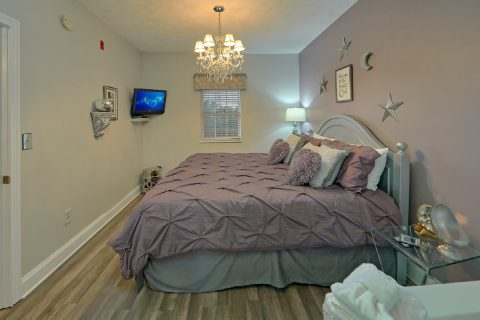 1 Bedroom Condo with King Bed and Jacuzzi Tub - Hailey's Comet