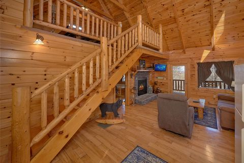 Smoky Mountain 1 Bedroom Cabin with Living Room - Happily Ever After