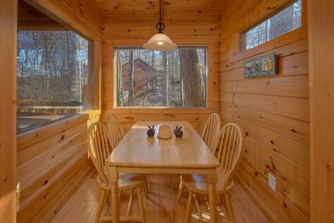 1 Bedroom Cabin with Dining Table and View - Happily Ever After