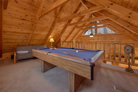 1 Bedroom Cabin with Pool Table and Loft Futon - Happily Ever After