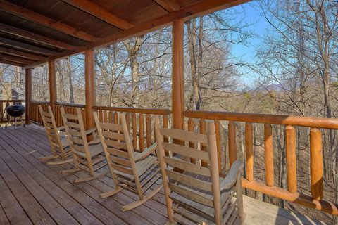 1 Bedroom Cabin with Wooded View Sleeps 4 - Happily Ever After