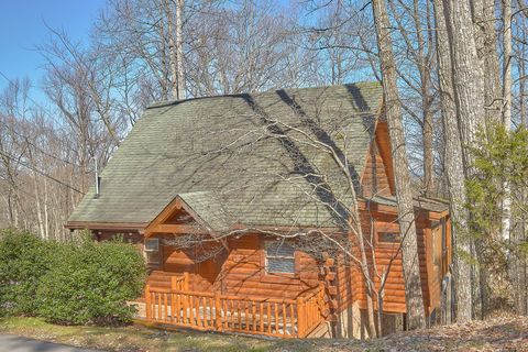 1 Bedroom Cabin Near Pigeon Forge and Gatlinburg - Happily Ever After