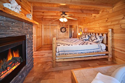 Master King Suite in Gatlinburg Honey Moon Cabin - Happily Ever After