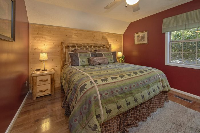 4 Bedroom Cabin with Master Suite and Bath - Happy Trails