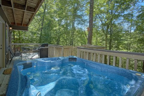 Pigeon Forge Cabin with Private Hot Tub - Happy Trails