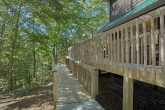 Luxury Cabin with Ramp Access to the Deck