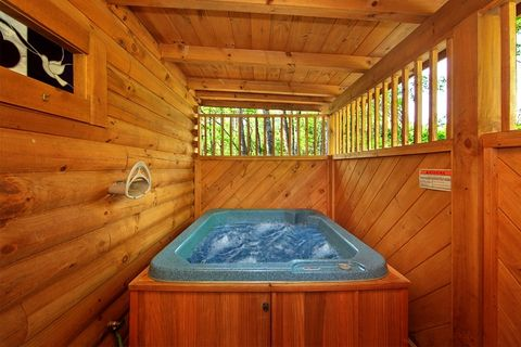 Wears Valley Cabin with Private Hot Tub - Heart to Heart