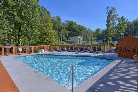 3 Bedroom Gatlinburg Condo with Pool Access - Hearthstone