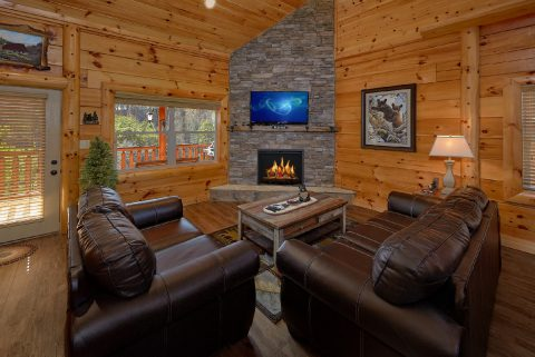 4 Bedroom 5 Bath Cabin Sleeps 10 - Heavenly Hideaway