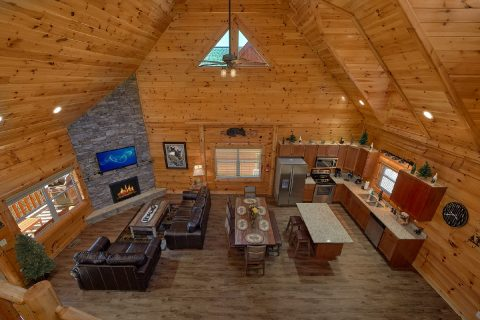 Spacious 4 Bedroom Cabin Sleeps 10 - Heavenly Hideaway