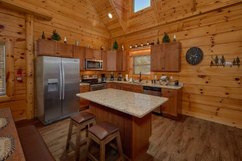 Large Open Space 4 Bedroom Cabin Sleeps 10 - Heavenly Hideaway