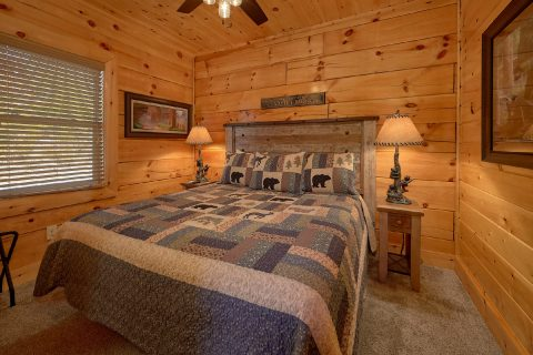 Beautiful 4 Bedroom 5 Bath Cabin Sleeps 10 - Heavenly Hideaway