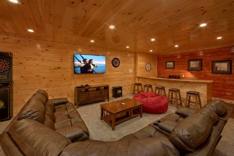 Spacious Game Room 4 Bedroom Cabin Sleeps 10 - Heavenly Hideaway