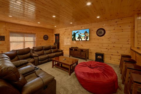 Theater Room 4 Bedroom Cabin Sleeps 10 - Heavenly Hideaway