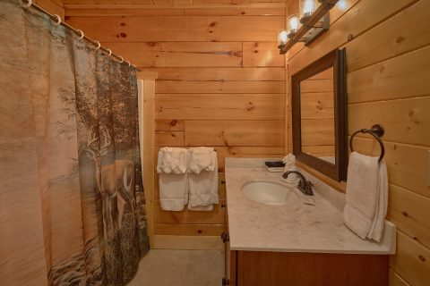 Luxury 5 Full Bath Rooms 4 Bedroom Cabin - Heavenly Hideaway