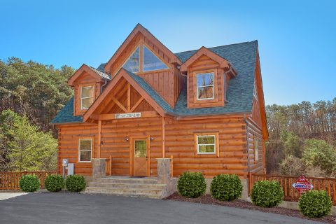 4 Bedroom 5 Bath 3 Story Cabin Sleeps 10 - Heavenly Hideaway