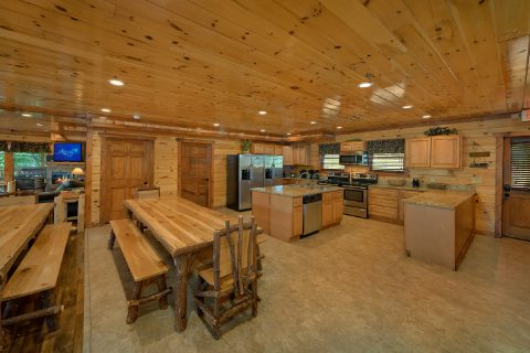 Large Open Kitchen 12 Bedroom Cabin - Heavenly Retreat Lodge