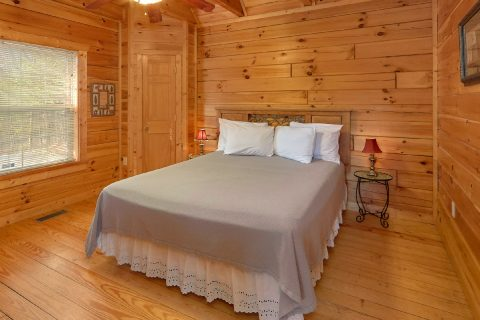 Private 2 Bedroom Cabin with a Queen Bed - Heaven's Gift