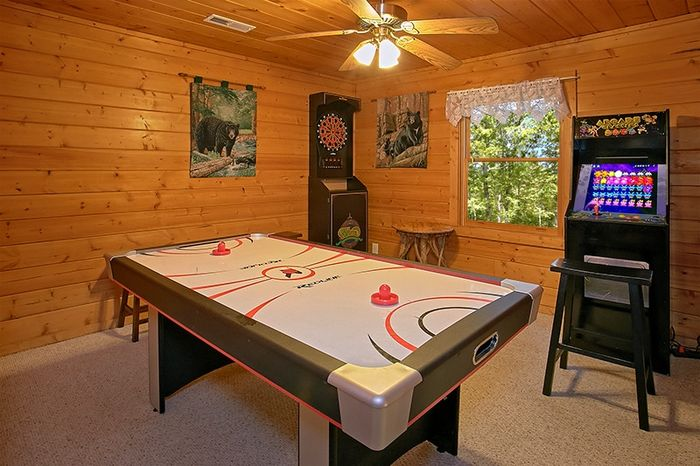 Cabin with Arcade Game, Air Hockey and Game Room - Hemlock Hideaway