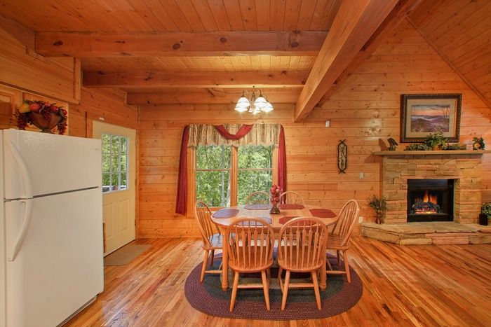 Premium Cabin Fully Furnished with Dining Table - Hemlock Hideaway