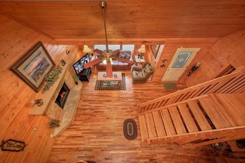 Premium Gatlinburg Cabin with 2 Levels - Hemlock Hideaway