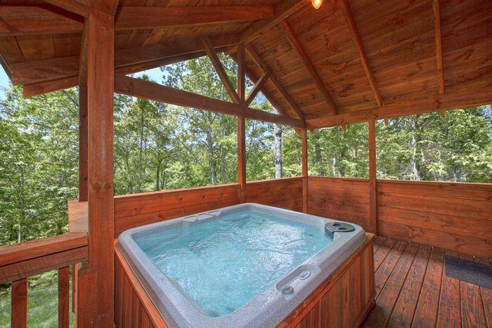Premium Gatlinburg Cabin with Private Hot Tub - Hemlock Hideaway