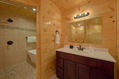 Luxurious Master Bath in 2 bedroom cabin rental - Hemlock Splash
