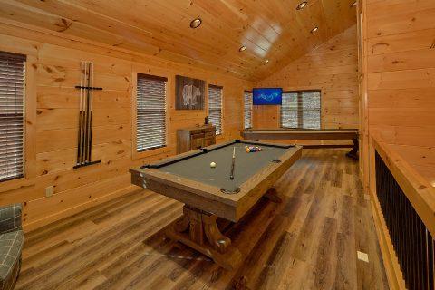Game Room with Pool Table in 2 bedroom cabin - Hemlock Splash