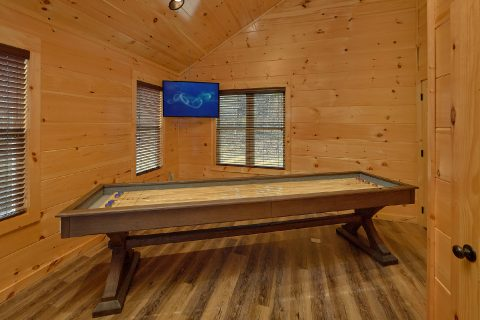 Cabin game room with Shuffleboard and Pool Table - Hemlock Splash