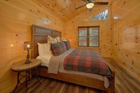 Pigeon Forge 2 bedroom cabin with King Bedroom - Hemlock Splash