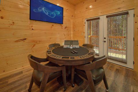 Luxury cabin rental with Poker Table Game Room - Hemlock Splash