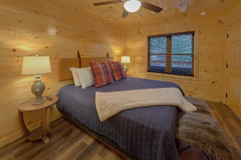 Luxury 2 bedroom cabin with Master King Bedroom - Hickory Splash