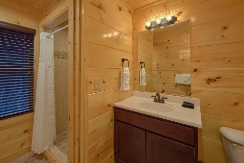 Private Master Bath in 2 bedroom luxury cabin - Hickory Splash