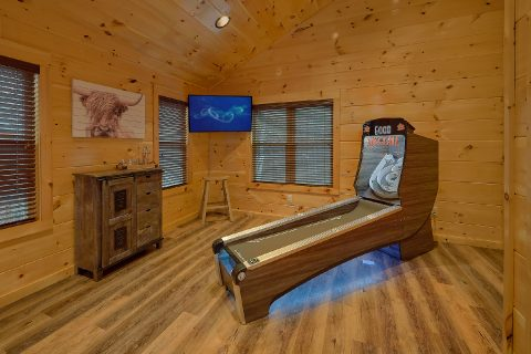 2 bedroom cabin with Skee Ball and Game Room - Hickory Splash