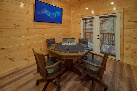 Cabin with Poker Table and Pool table game room - Hickory Splash
