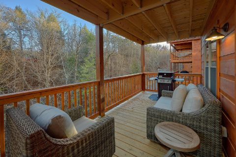 2 bedroom cabin with pool and a wooded view - Hickory Splash