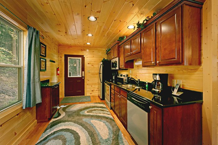 Cabin with fully furnished kitchen - Hickory Splash
