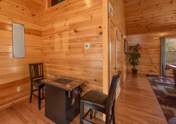 Cabin with Additional Couch - Hickory Splash