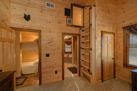 Sleeping Loft 4 Bedroom Cabin Sleeps 12 - Hideaway Dreams