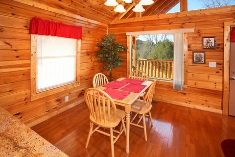 Honey Moon Cabin with a Dining Room Table - Hideaway Heart