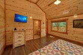 6 Bedroom Cabin with a TV in all bedrooms