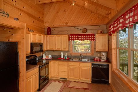 Smoky Mountain Cabin with Equipped Kitchen - Higher Ground