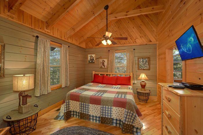 1 Bedroom Cabin Main Floor Master bedroom - Higher Ground