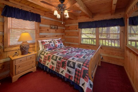 2 bedroom cabin with Private queen bedroom - Hillbilly Deluxe