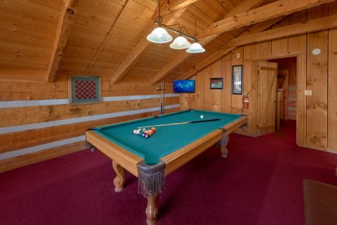 Rustic cabin with Game room and Pool Table - Hillbilly Deluxe