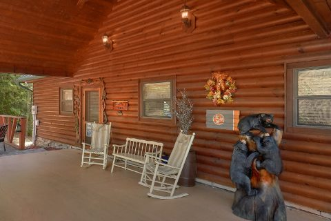 Cabin with covered porch and Rocking Chairs - Hillbilly Hideaway